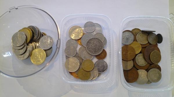Иностранные монеты в ассортименте