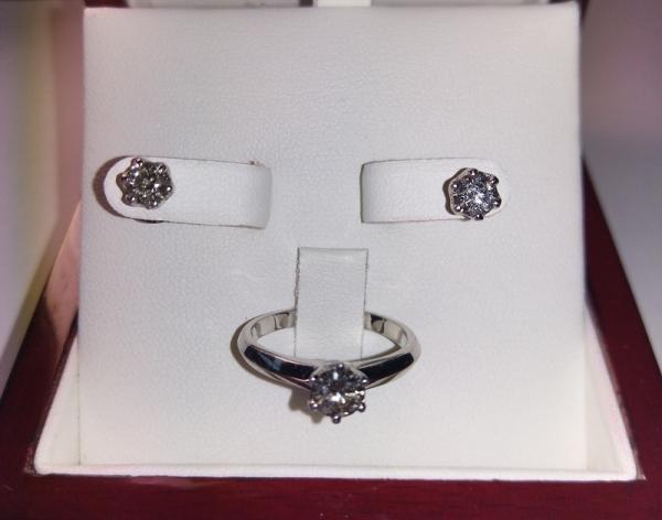 Комплект серьги и кольцо с бриллиантами
