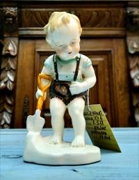 Статуэтка «Мальчик с лопаткой», Европа ХХ в.