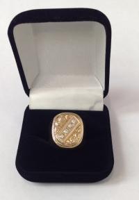 Мужская золотая печатка с бриллиантами