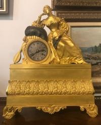"""Часы в стиле классицизм """"Девушка с лютней"""", Франция, XIX в."""